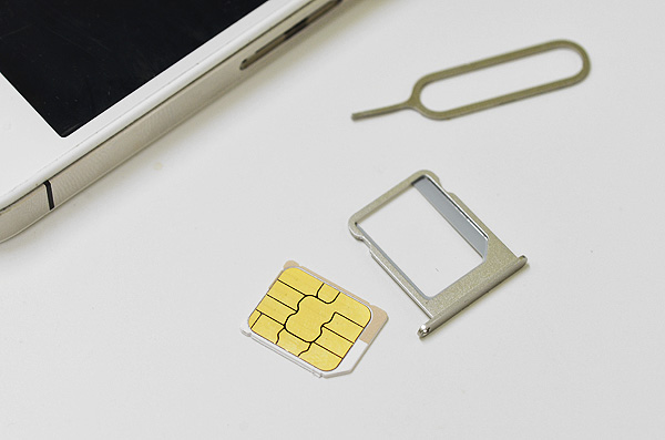 iPhone4sからsimカードスロットを外す
